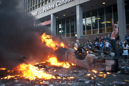 canucks_riots_102.jpg?w=432&h=288